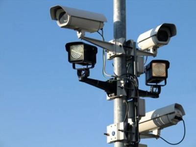 Камера, фиксирующая нарушения на дороге